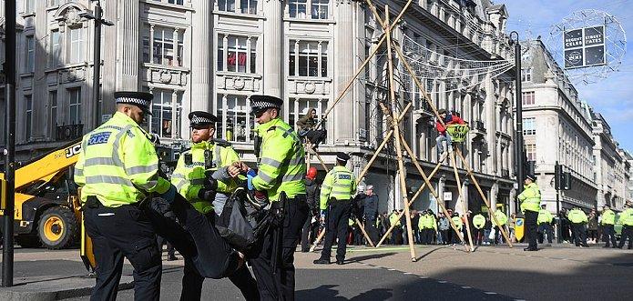 1760 Britse milieuactivisten gearresteerd