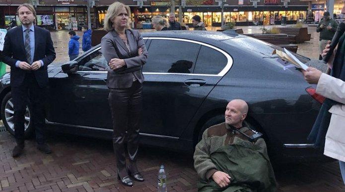 Minister Van Nieuwenhuizen had vertraging